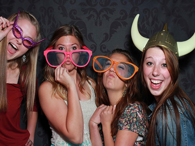 high-school-graduation-with-dazzling-photo-booth-Boulder-CO
