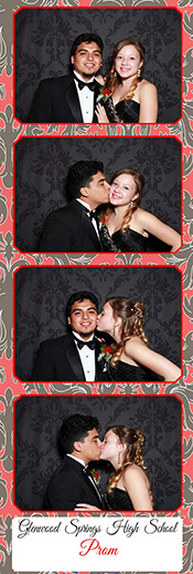 sweet-hearts-in-photo-booth-Denver-CO